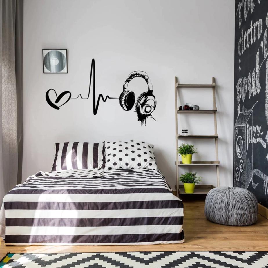 teen bedroom decor items