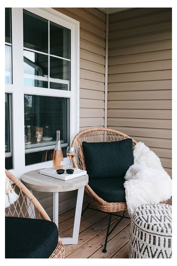 incorporate a pair of lounge front porch decorating ideas