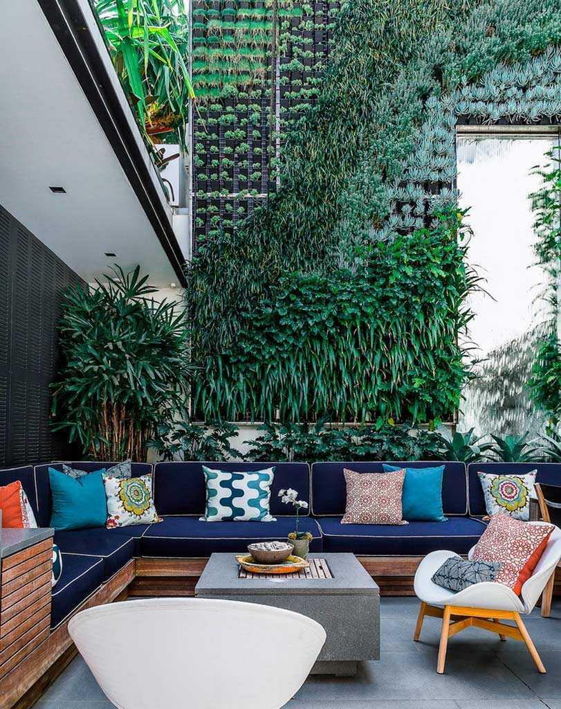 patio design ideas - vertical plantation