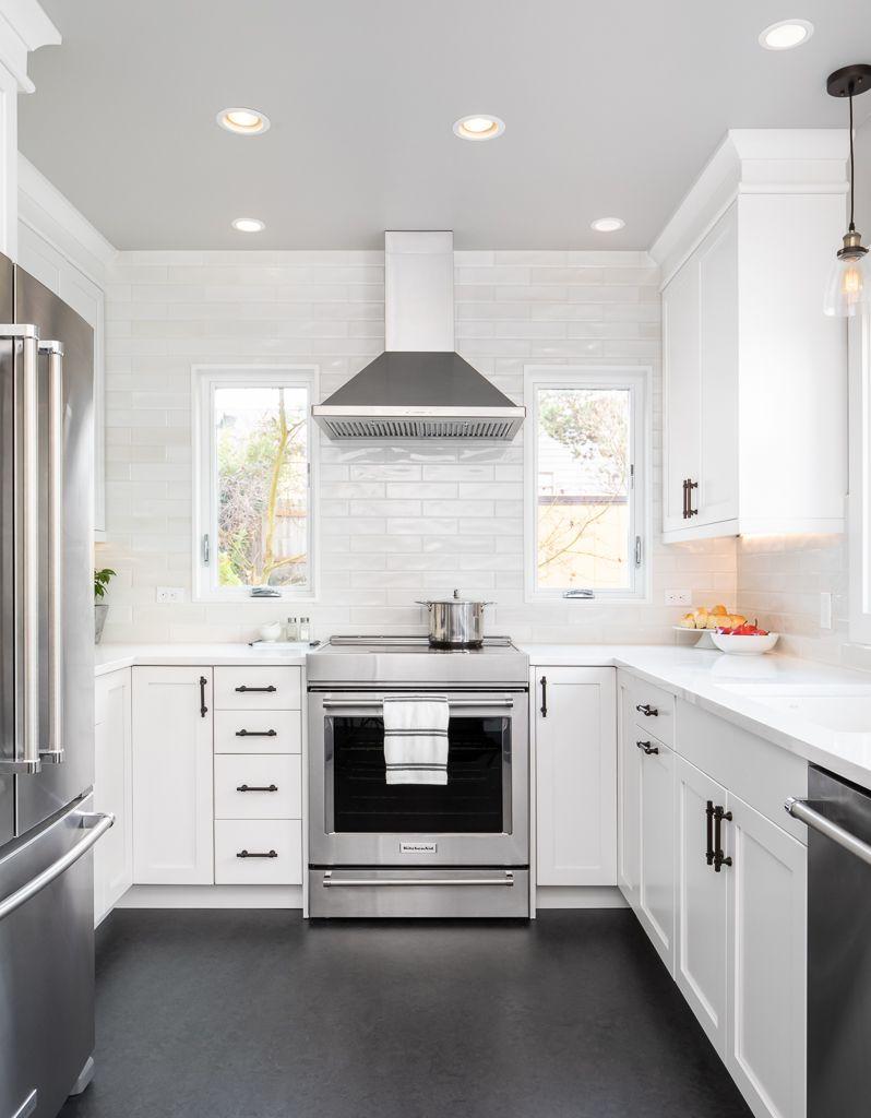 small U sized european kitchen design